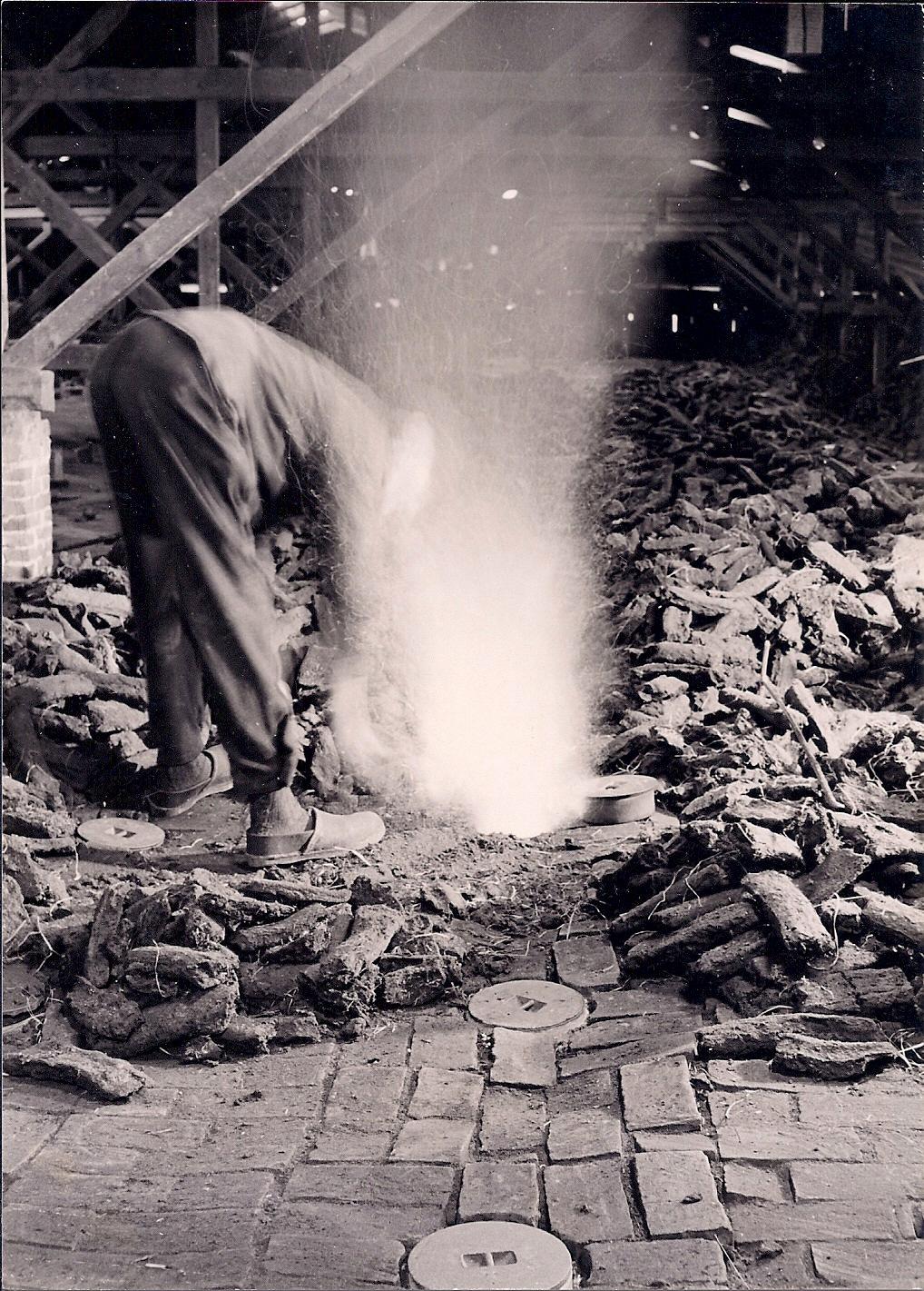 Uhlhorn 1950-4 Brenner bei der Arbeit